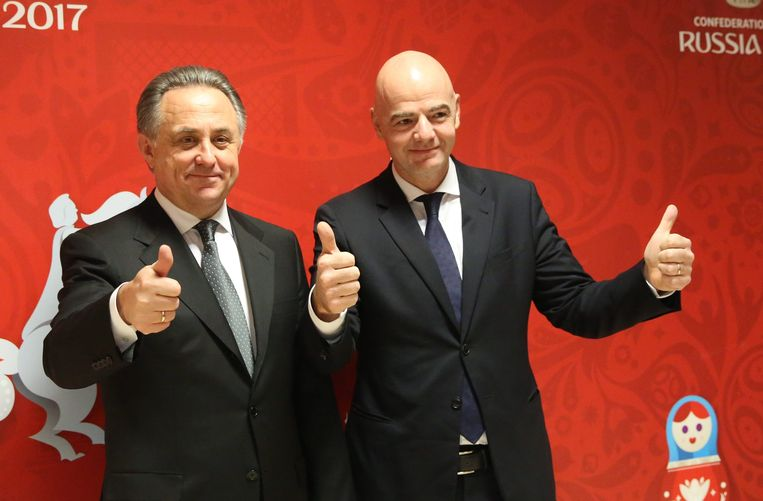 Russisch Minister van Sport Vitaly Mutko (l), hier naast FIFA-voorzitter Gianni Infantino.
