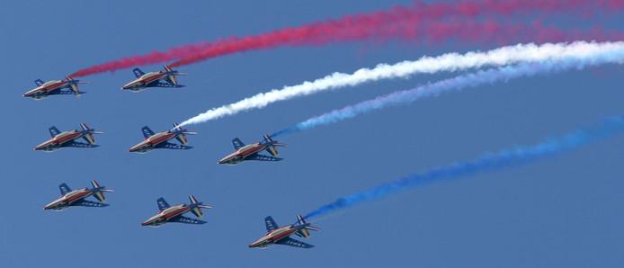 Stuntteam van de Franse Luchtmacht tijdens formatievliegen in Volkel.