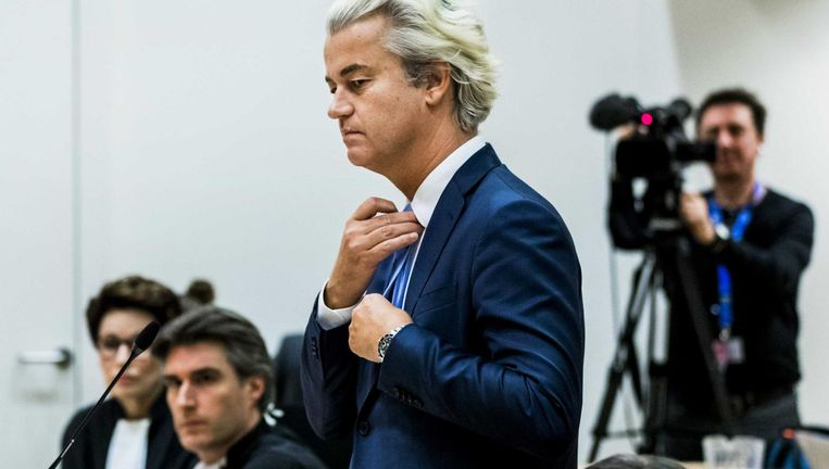 Geert Wilders neemt het woord in de rechtbank op Schiphol. Beeld anp