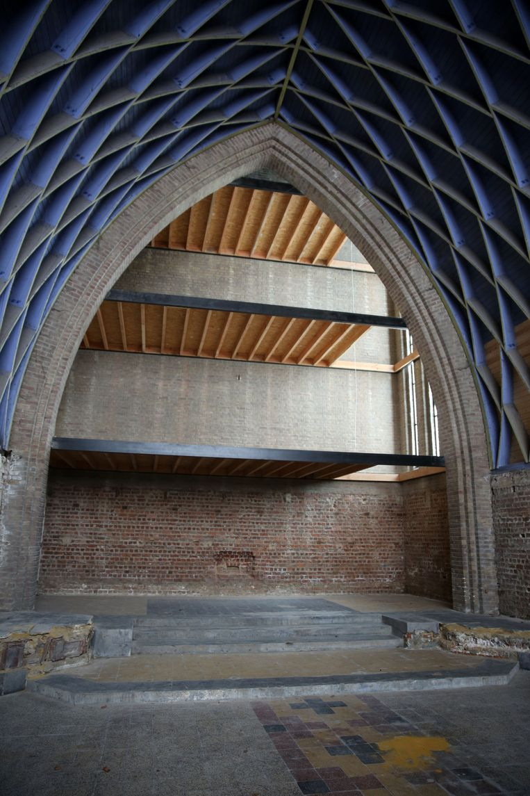 Dan kan je ook het gerestaureerde dakgebinte bewonderen.