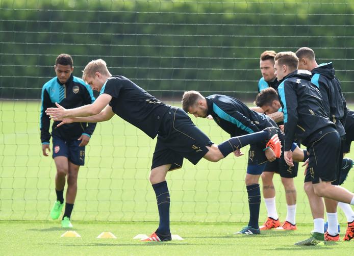 Donyell Malen, links, op de training van Arsenal.