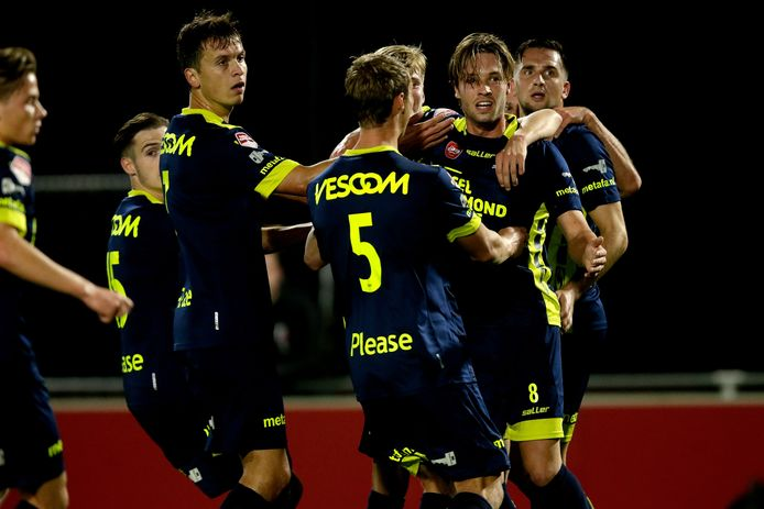 Helmond Sport viert de 0-1 van Dzepar