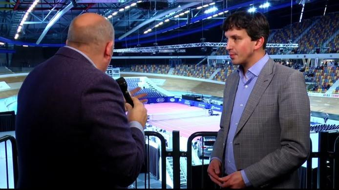 Apeldoornse sportwethouder Nathan Stukker tijdens zijn interview op de AFAS-talkshow in 2014