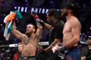 Conor McGregor viert zijn overwinning tegen Donald Cerrone