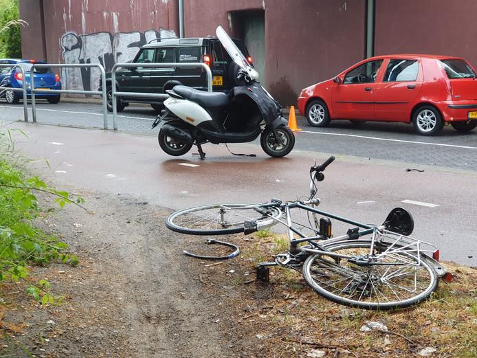 De fietser en de brommerrijder raakten allebei gewond