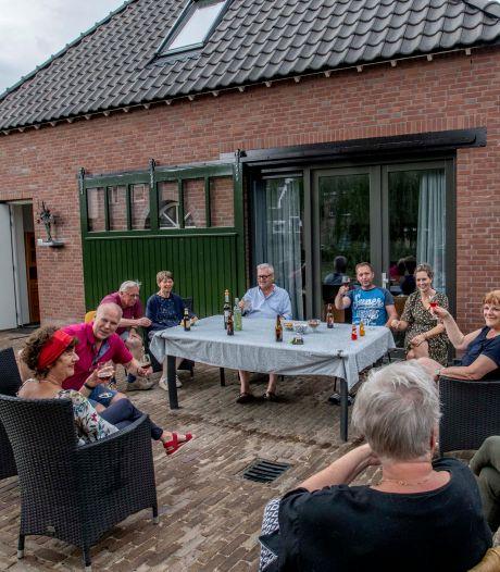 Tien huishoudens bouwden in Tilburg aan De Lindehoeve, een plek waar je samen oud wilt worden
