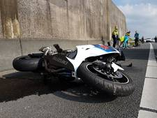 Motorrijder raakt gewond bij aanrijding met vrachtwagen op A1 bij Hengelo