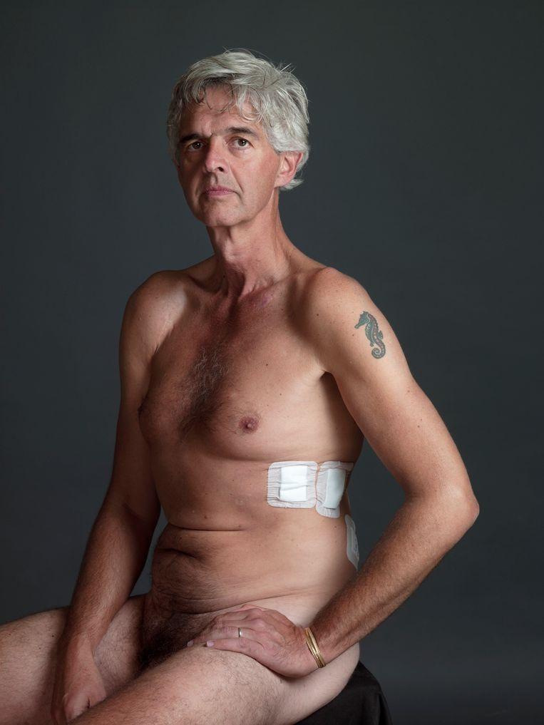 Pieter van den Blink (53) is journalist, criticus en moderator. Hij werkte enkele jaren als correspondent in Parijs. Bij Prometheus is net zijn autobiografische debuutroman Het Allerbeste verschenen, over zijn verstikkende jeugd en zijn omgang met kanker. 'Ik heb echt de man met de zeis gezien.' Beeld Koos Breukel