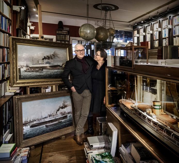 Tom en Monique von Meyenfeldt in Von Meyenfeldt, Staats & Zonen. Een antquariaat, ooit begonnen als zaak in antiek en tweedehands goederen, op het Nonnenveld.