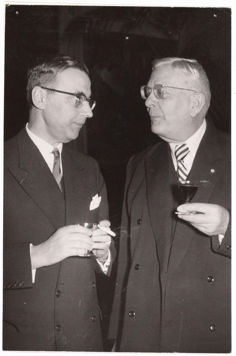 Oud-burgemeester Gijs van Hall en rector C.P. Gunning (rechts), 1957 Beeld Stadsarchief