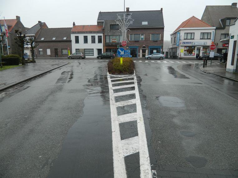Sint-Laureins: Dit T-kruispunt wordt na de herinrichting een vloeiende S-bocht waar je gewoon voorrang krijgt.