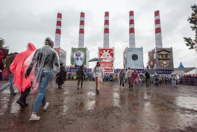 De organisatie van Lowlands verwacht niet dat de voorspelde regen dit weekend tot problemen leidt op het festivalterrein.