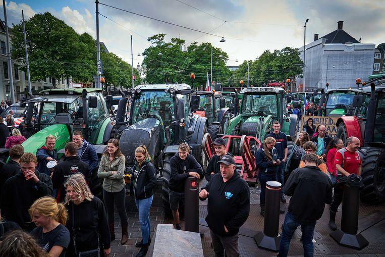 De boerenprotestgroep Farmer Defence Force demonstreert in Den Haag tegen een voermaatregelen van minister Carola Schouten (Landbouw) waar in de Kamer over wordt gedebatteerd. Beeld ANP