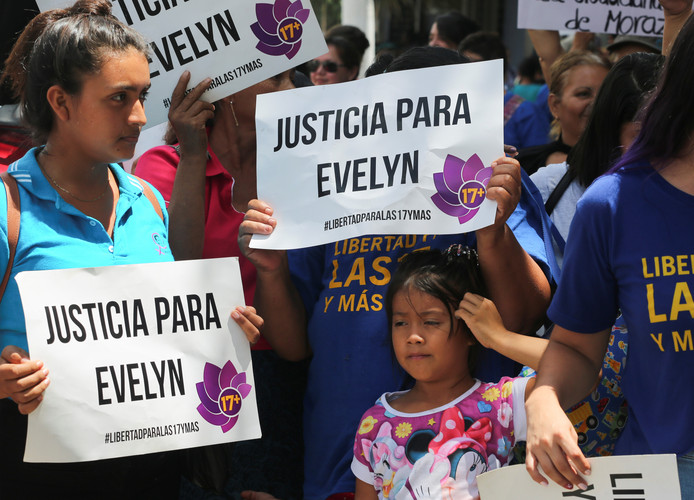 Medestanders van Evelyn Hernandez.