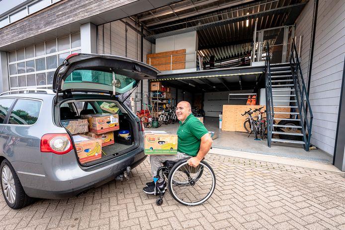 Paralympiër Edward Maalouf  zamelt in voor slachtoffers van de gigantische explosie in Libanon.