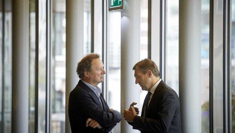 GroenLinks-leider Bram van Ojik (L) en Sybrand Buma van het CDA overleggen in de wandelgang in de Tweede Kamer. Beeld anp