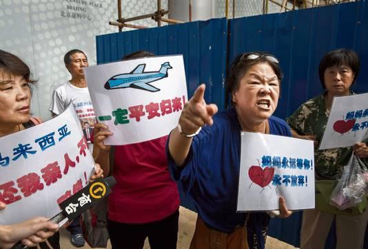 Woedende Chinese nabestaanden van passagiers van vlucht MH370 geloven de de verklaringen van de autoriteiten allang niet meer (archieffoto uit 2015)