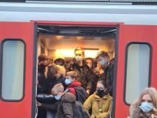 """Incompréhension face à un train bondé: """"Complètement irresponsable en ces temps de pandémie"""""""