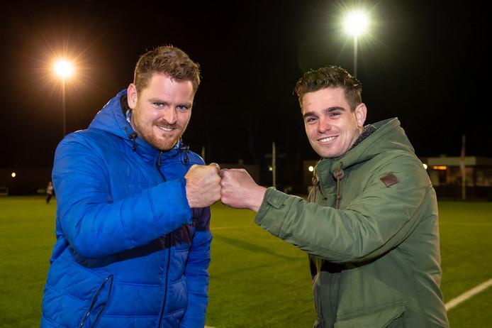 Doelman Mathijs Donatz (links) en middenvelder Wim de Jong (rechts) uit Bergambacht nemen het zaterdag met hun clubs Sliedrecht en Nieuw-Lekkerland tegen elkaar op.