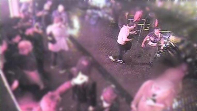 Justitie vervolgt vijf vrienden voor openlijke geweldpleging Beeld anp