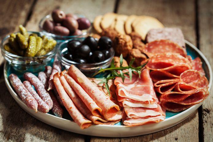 Gewon vleeswaren bevatten vaak te veel zout en te veel verzadigd vet. Vleesloze zijn in veel gevallen niet veel beter.