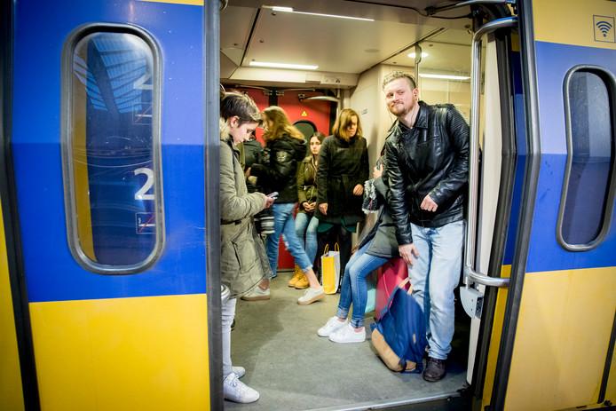 Nu de bovenleiding is hersteld rijden de treinen tussen Zwolle en Meppel weer.