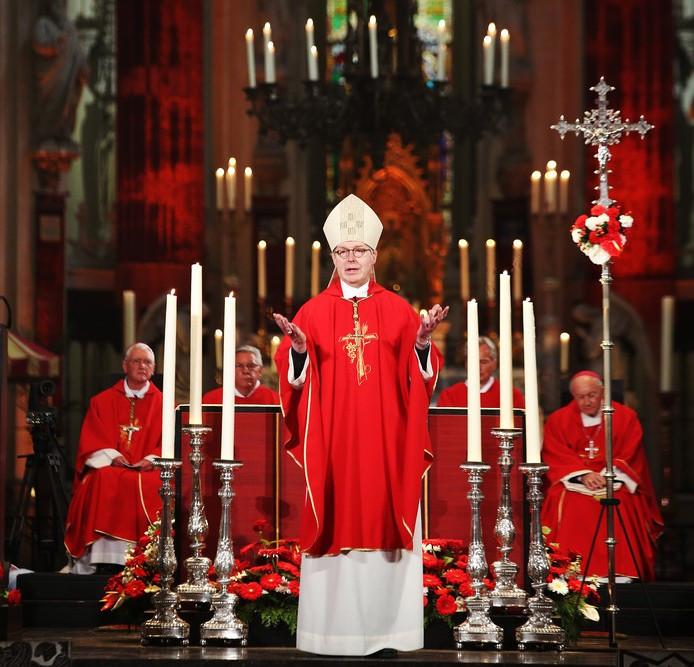 Gerard de Korte bij zijn installatie als bisschop in de Sint Jan in Den Bosch.