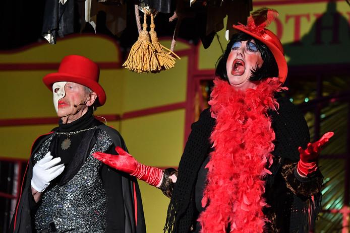 Theo Gerrits en Frans Beijer in hun act als het Phantom van Palazzo.
