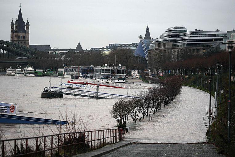 De Rijn is ook in Keulen buiten haar oevers getreden.