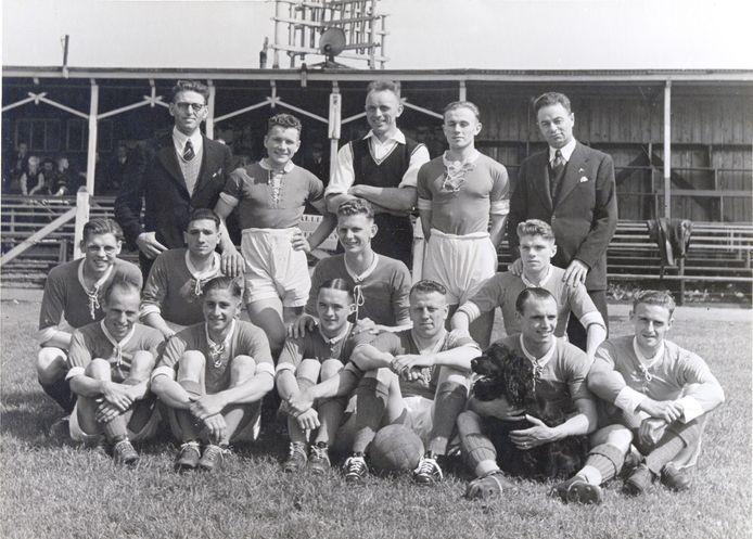 DFC in juli 1939 met Arpád Weisz rechtsachter.