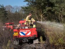 Brandweer blust felle natuurbrand aan rand Arnhem