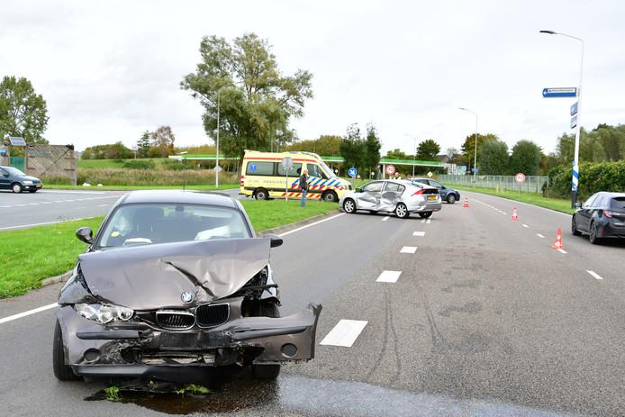 Bij een aanrijding op de Westerdreef in Lelystad waren zaterdagmiddag drie auto's betrokken.