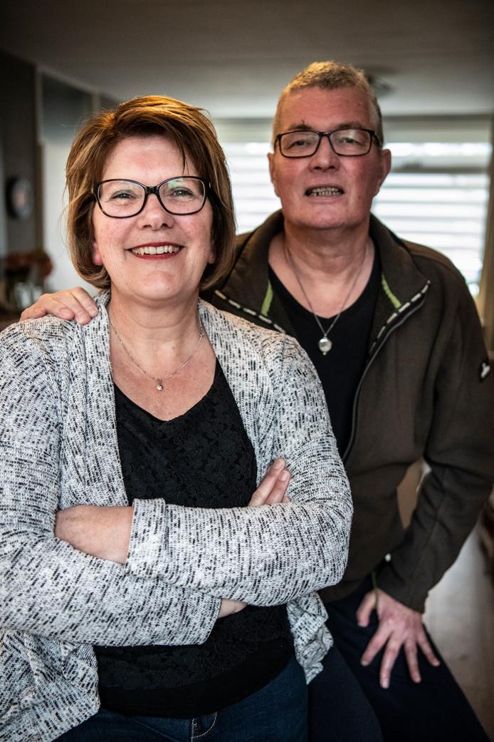 Katrien Verschuuren met haar man Dick. ,,Gelukkig is onze liefde er nog.''
