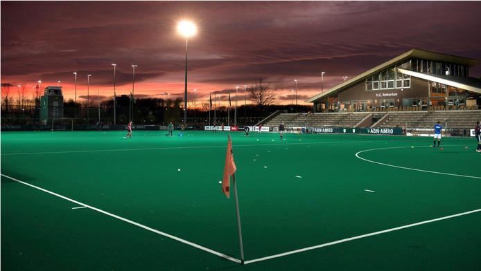 Door de overstap op ledverlichting verwacht hockeyclub Rotterdam flink te besparen.