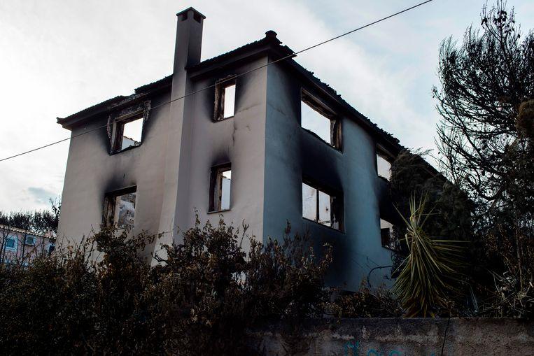 Het tweede verblijf van Angelopoulos viel ten prooi aan de vlammen.