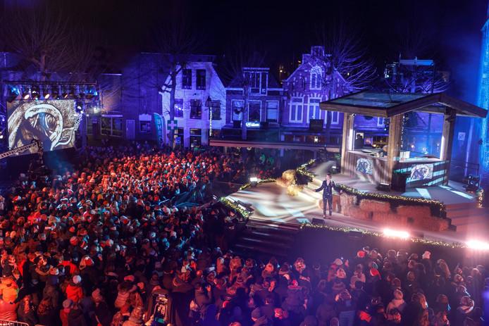De opnames van kerst met de zandtovenaar vonden vorig jaar in Meppel plaats.