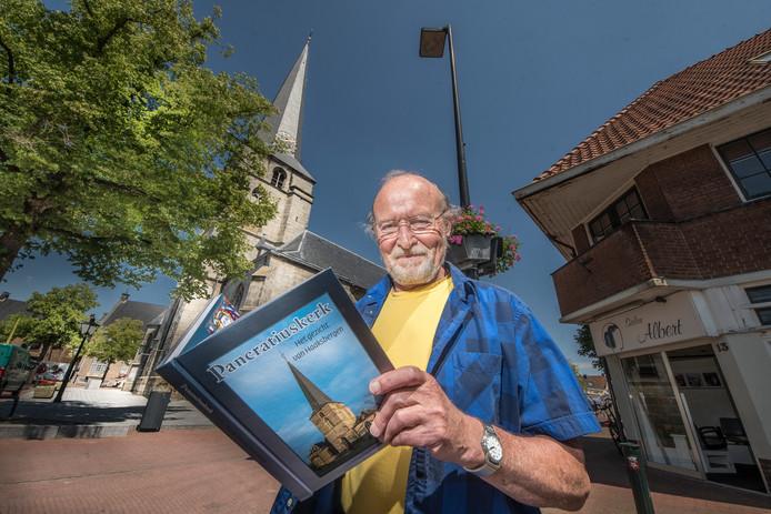 TT-2019-011368-Haaksbergen Frans de Lugt boek geschreven over Pancratiuskerk editie:Enschede Foto Reinier van Willigen RWN20190614