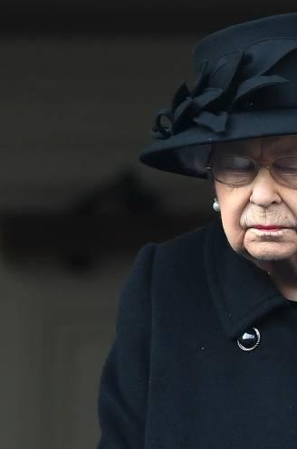 """Voor de Queen was 2020 een annus horribilis: """"Om de monarchie te redden heeft ze haar twee favoriete prinsen aan de deur gezet"""""""