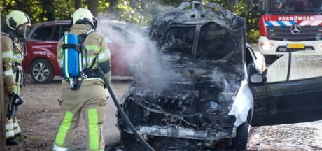 Kortsluiting zorgt voor autobrand in De Glind