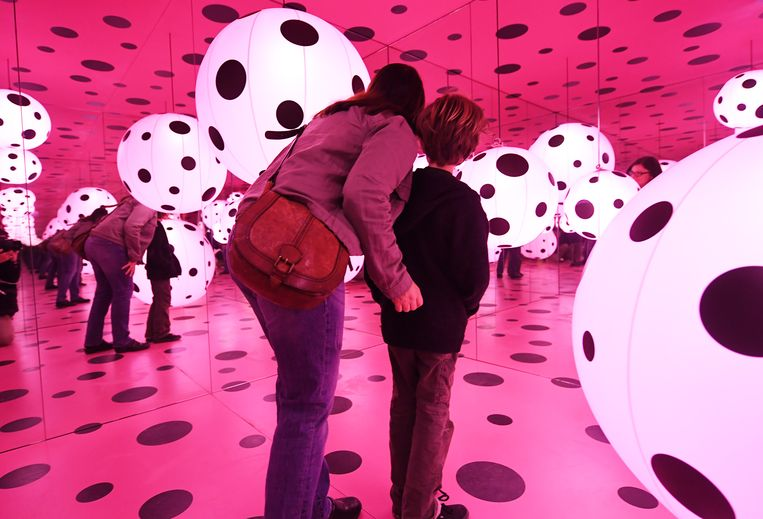 Het Hirshhorn Museum in Washington met werk van Yayoi Kusama. Beeld Getty The Washington Post