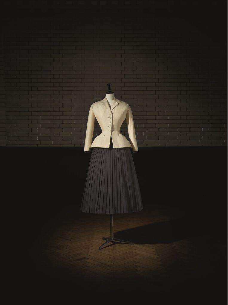 Christian Dior, Bar-jasje (1947). Beeld Laziz Haman