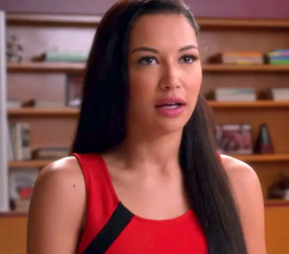 Naya Rivera zingt 'If I Die Young'.