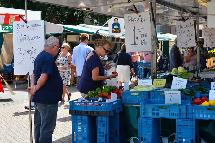 De weekmarkt in Waalwijk staat nu nog op de parkeerplaats bij De Els.