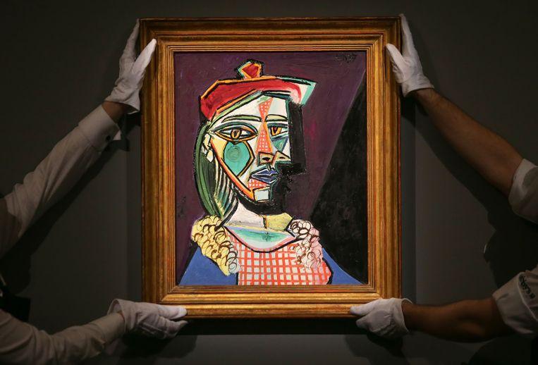 'Vrouw met baret en geruite jurk' van Picasso. Op de voorgrond is Marie-Thérèse Walter te zien, zijn maîtresse en muze gedurende een zekere tijd. Maar ook Dora Maar, die hij in 1936 ontmoette, is zichtbaar in de schaduw achter Marie-Thérèse.