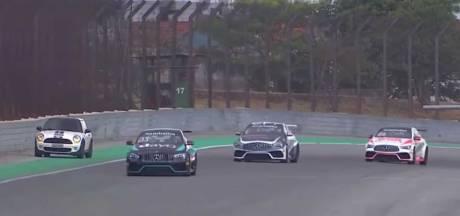 Bizar: Mini rijdt per ongeluk circuit op tijdens race