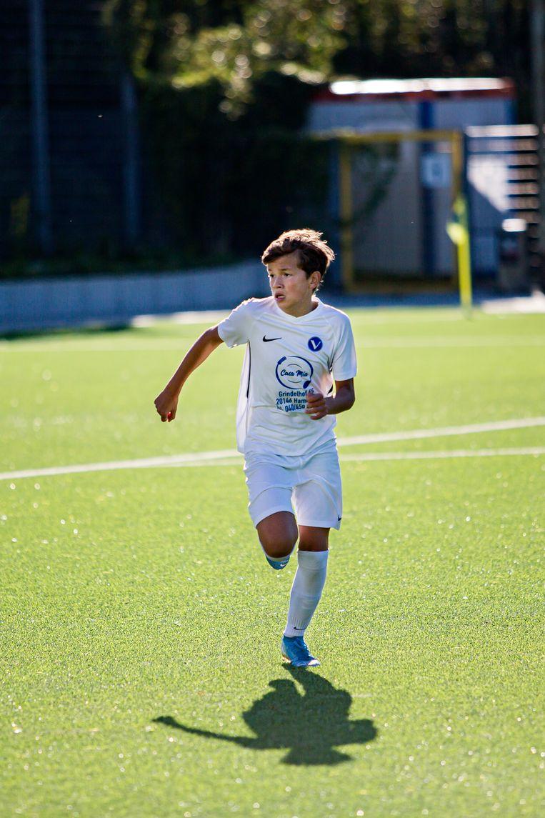 Damián van der Vaart tijdens een voetbalwedstrijd. Het is zijn droom op een dag voor het Nederlands Elftal te voetballen.  Beeld Julius Schrank
