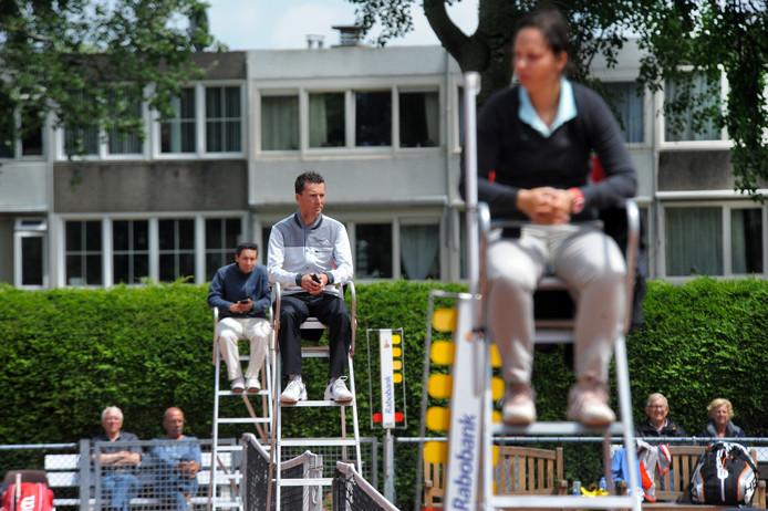 Sven Vermeulen (midden), hier nog als tennisarbiter.