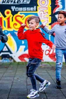 Lil Tony (10) lanceert zijn eerste rapclip met Rotterdam Zuid als decor