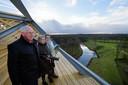 Uitzicht op de Pompejustoren bij Halsteren vlnr, thijs van loon, wies wijt en els van loon