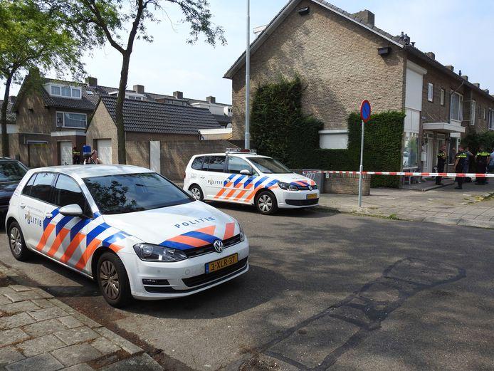Politiewagens bij een drugslab dat in 2017 werd gevonden in een Eindhovens woonhuis.